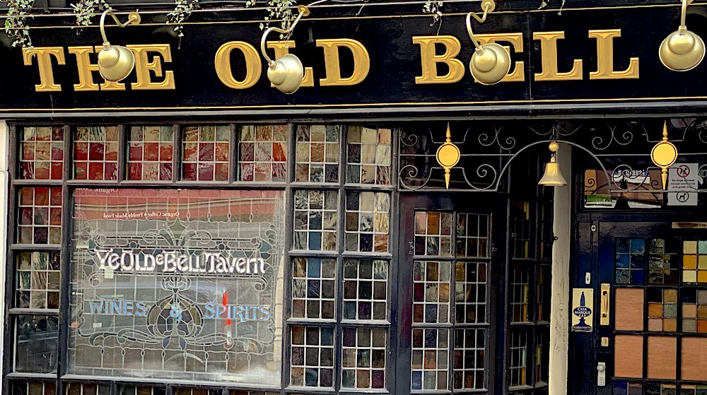 Chalkmarks Is time being called on famous Fleet Street pubs?